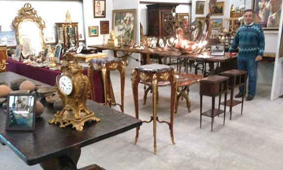 D & R International Antiques